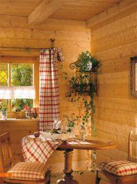 Wand-Deckenverkleidung aus massiven Fichtenholz